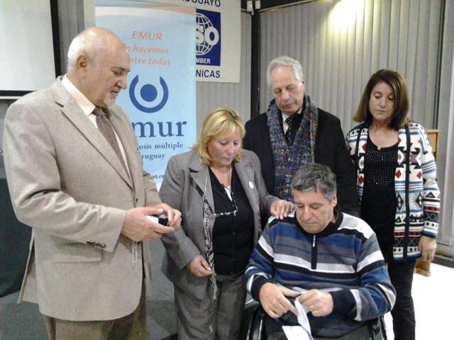 Rotary Club Malvin entrega donacion a EMUR Dia Mundial EM 2014_202531