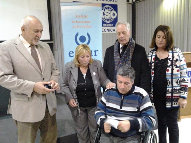 Rotary Malvin entrega donacion a EMUR el Día Mundial de la EM 20140528_202525