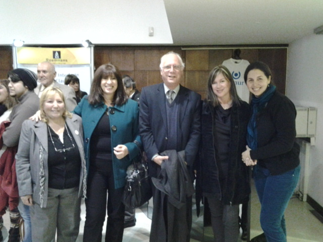 Presidenta de la Sociedad Neurologia del Uruguay Dra Laura Fojgiel en el Evento del Dia Mundial 2014 con EMUR